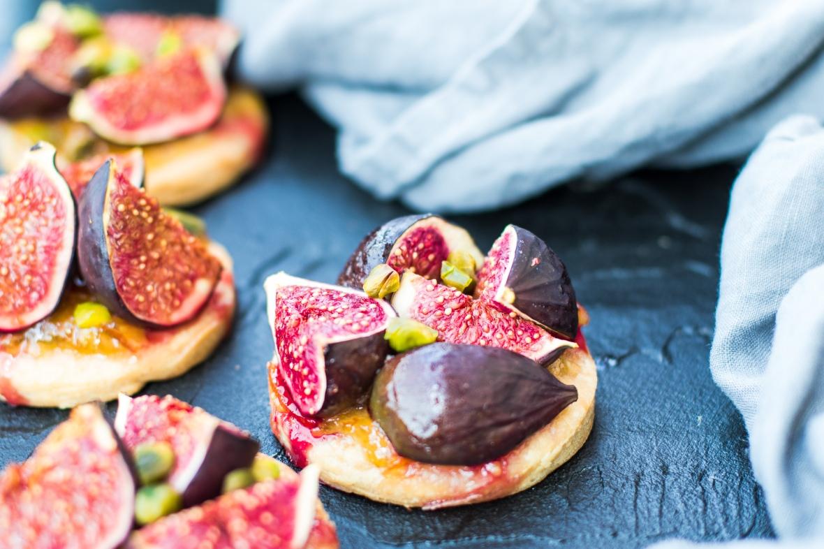 Fíkové koláčky s hruškovým pyré a pistáciemi