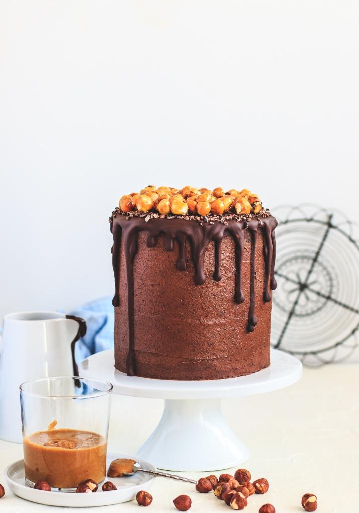 Čokoládový dort plněný ganache a lískooříškovým praliné
