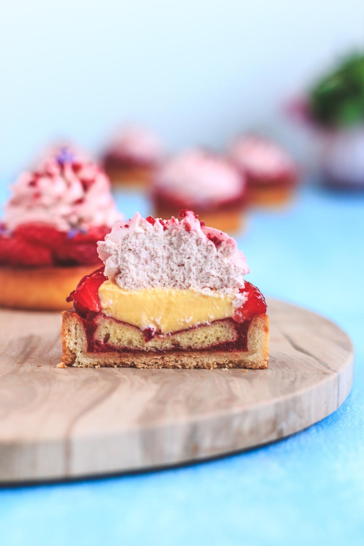 Výzva časopisu Fou de Pâtisserie:  Jahodové tartaletky s crème brûlée a jahodovou šlehačkou