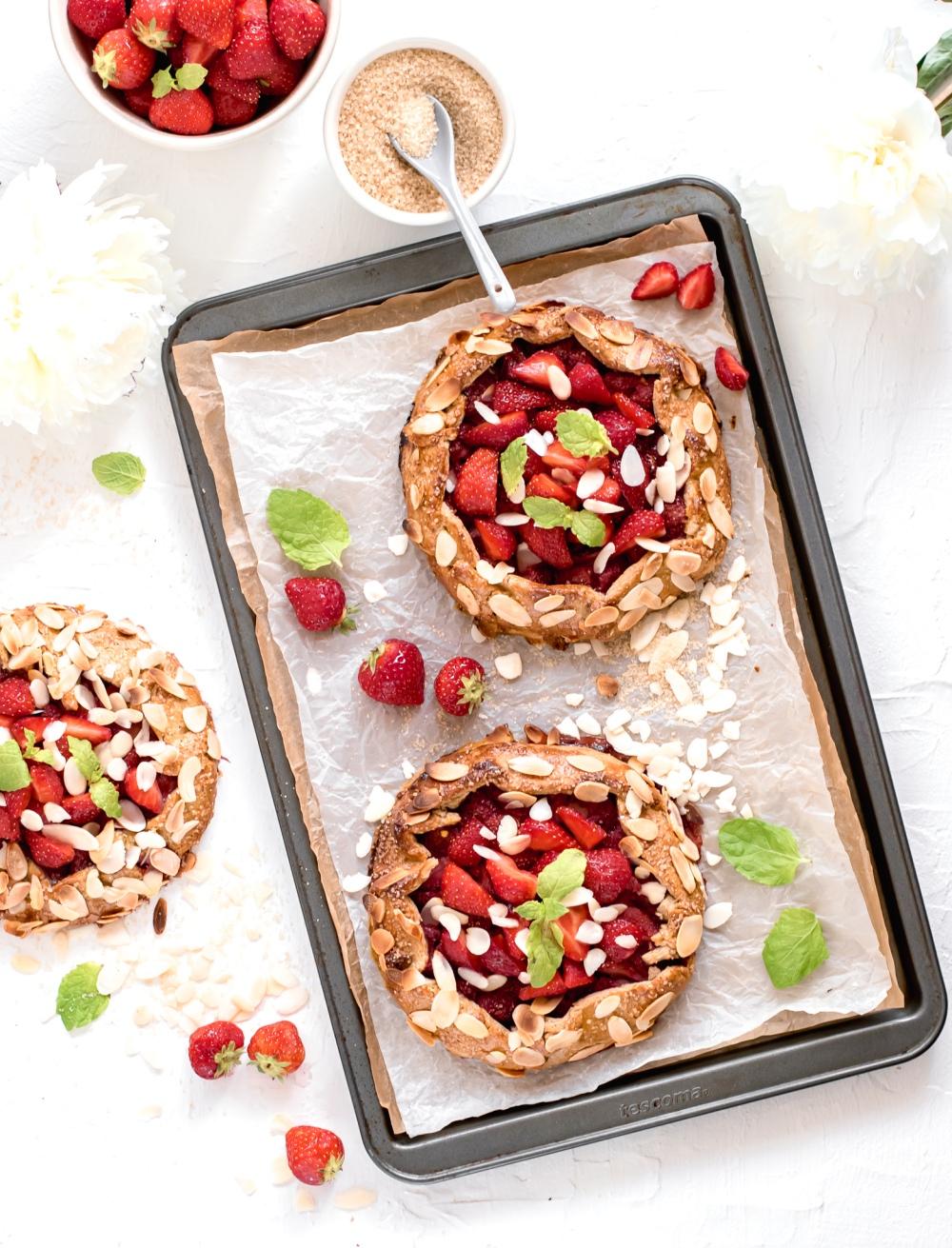 Jahodové galetky s vanilkou a mandlemi